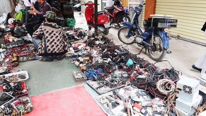 Chợ đồ cũ Lê Văn Lương