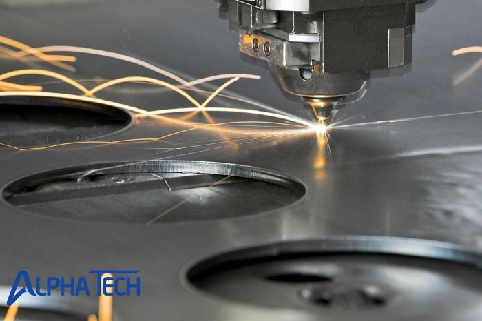 Cắt plasma là một phương pháp cắt hiện đại thường được dùng trong gia công các kim loại tấm dày