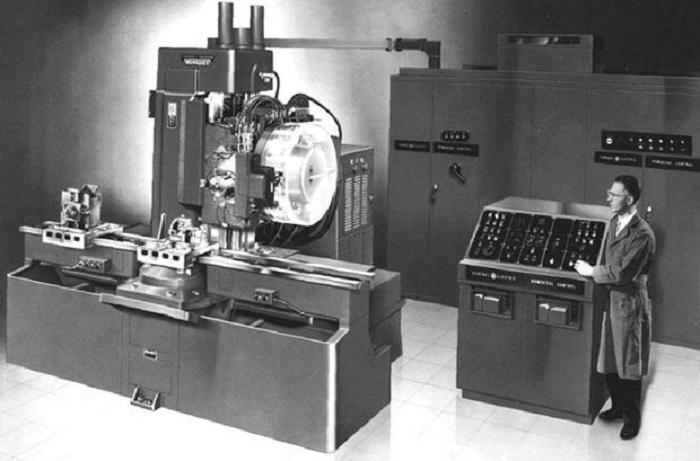Chiếc máy CNC đầu tiên được trưng bày tại Hội chợ Quốc tế Osaka năm 1968