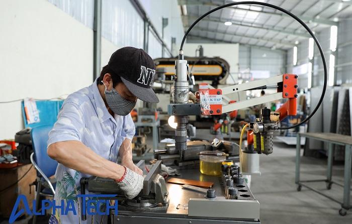 Máy taro được sử dụng nhiều trong các xưởng gia công cơ khí lớn