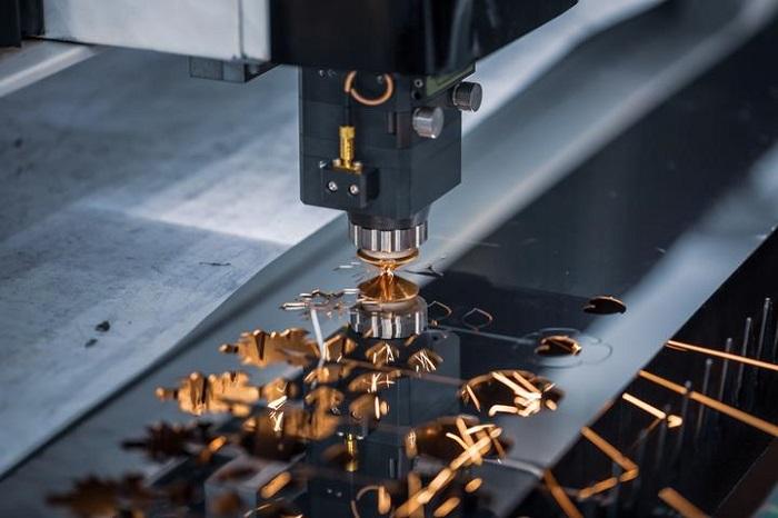 Về bản chất, đây là công nghệ sử dụng tia laser để cắt các vật liệu nó đi qua