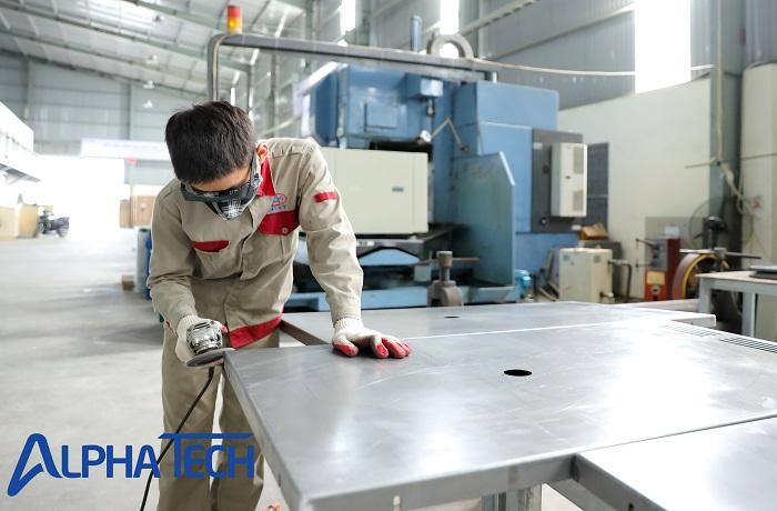 Xử lý bề mặt sau khi gia công hàn hoàn thiện tấm kim loại