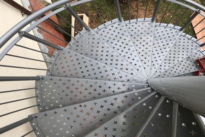 Cầu thang - 15+ vật dụng độc đáo gia công bằng Laser