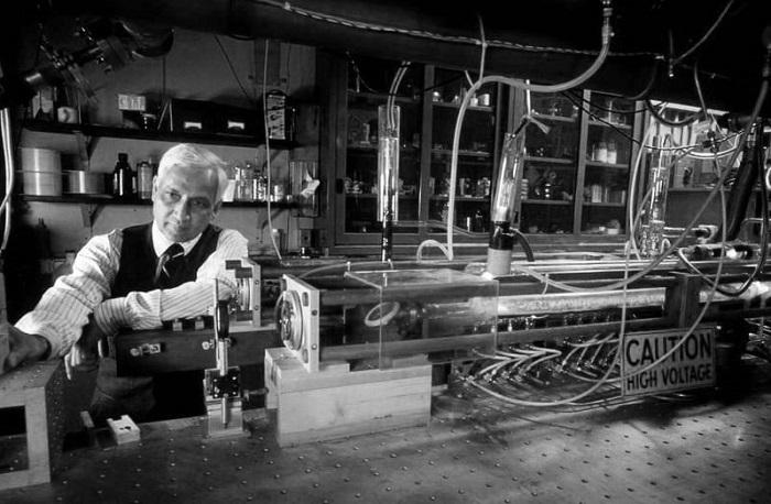 C. Kumar N. Patel phát triển laser CO2 vào năm 1963