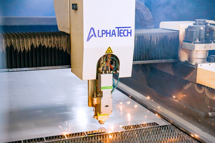 Cắt laser kim loại bằng máy laser fiber CNC